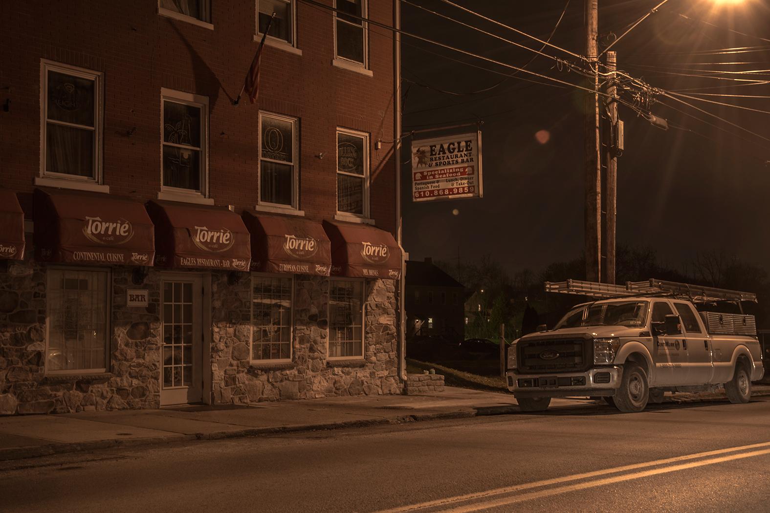night,bar,sports,pennsylvania,photo noir,dark,night,