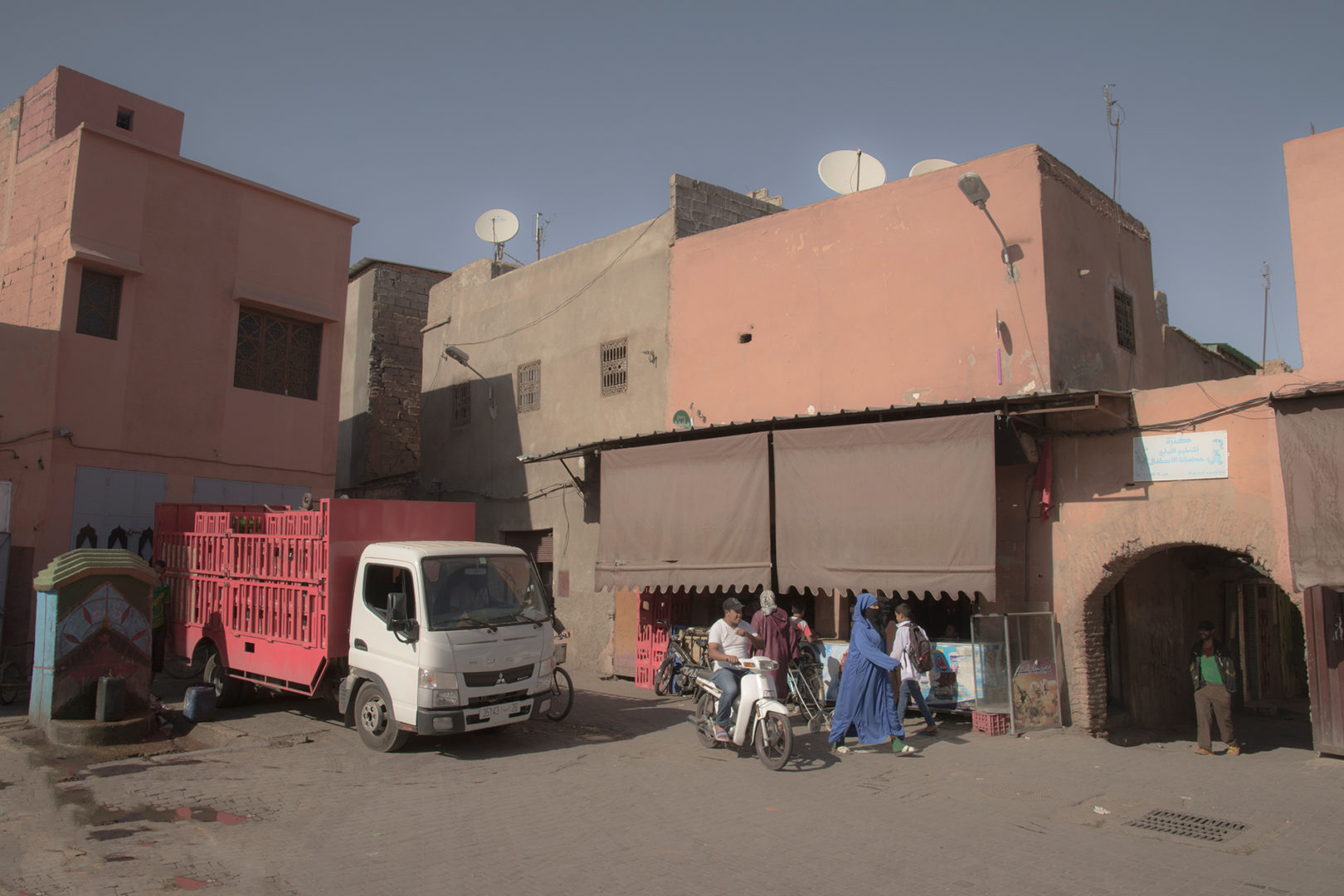 A red truck and a woman in blue - Marrakech